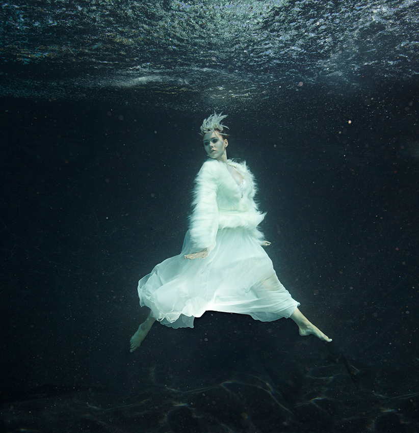 «White» | 135cm x 140cm | © Gaby Fey